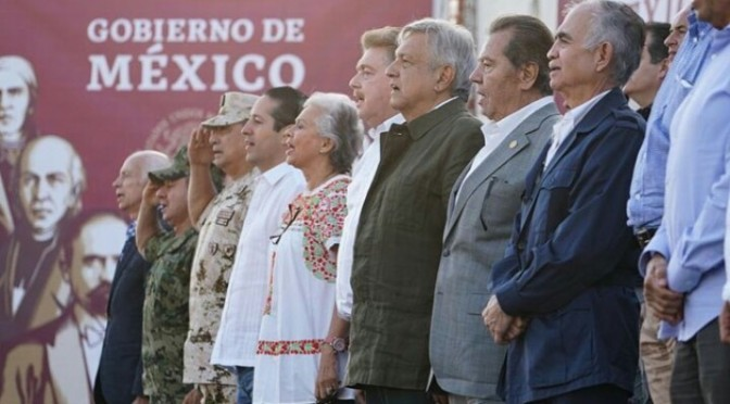 """Unidad y apoyo. """"Como Abraham Lincoln, apoyo contra la invasión francesa, México tiende la mano y no la confrontación"""". -El respeto al derecho ajeno es la paz.         Benito Juarez."""